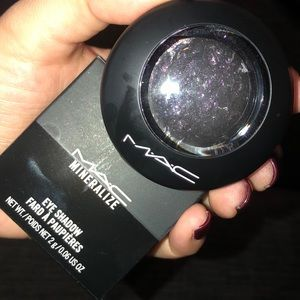 New Mac Mineralize eyeshadow in Young Punk